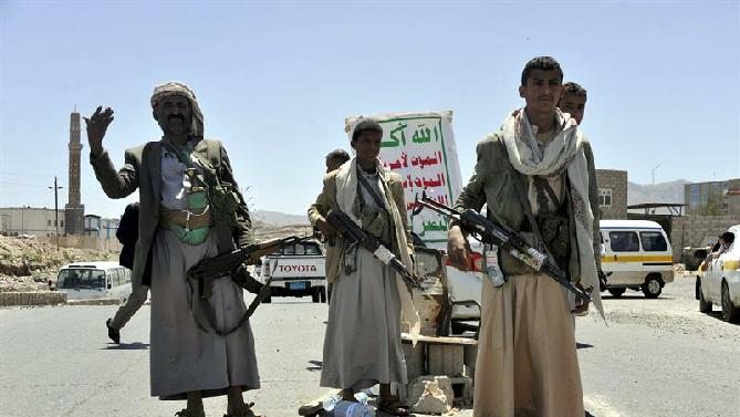 http://warsonline.info/images/stories/news/15/03mar/yemen/sanaa-houyhi.jpg